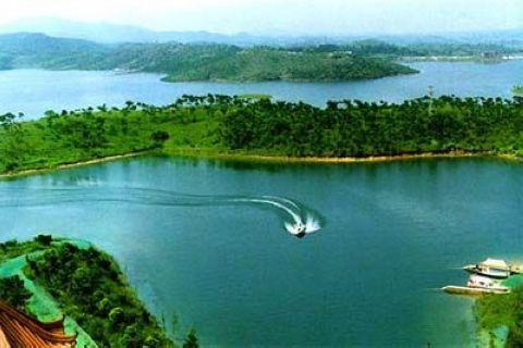 道观河风景旅游区位于武汉市东郊的新洲区